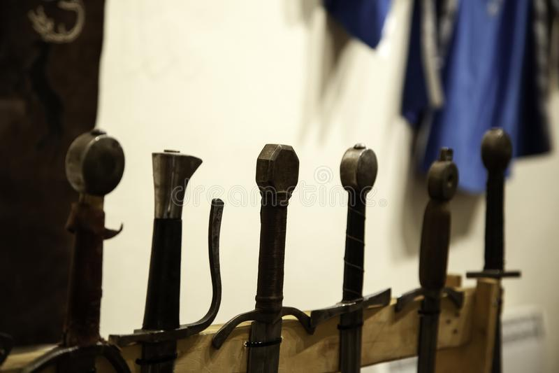 Armadura medieval de las espadas foto de archivo