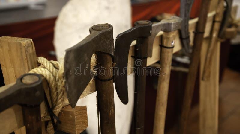 Armadura medieval de las espadas fotos de archivo