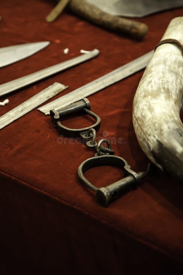 Armadura medieval de las espadas imagenes de archivo