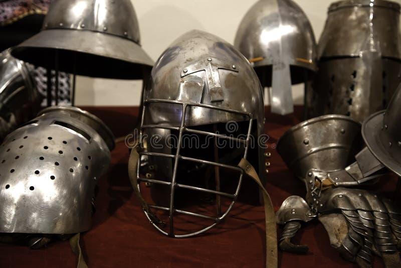 Armadura medieval de los cascos fotografía de archivo