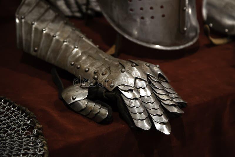 Armadura medieval de los cascos fotos de archivo