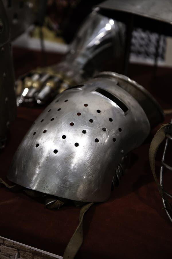 Armadura medieval de los cascos imagen de archivo