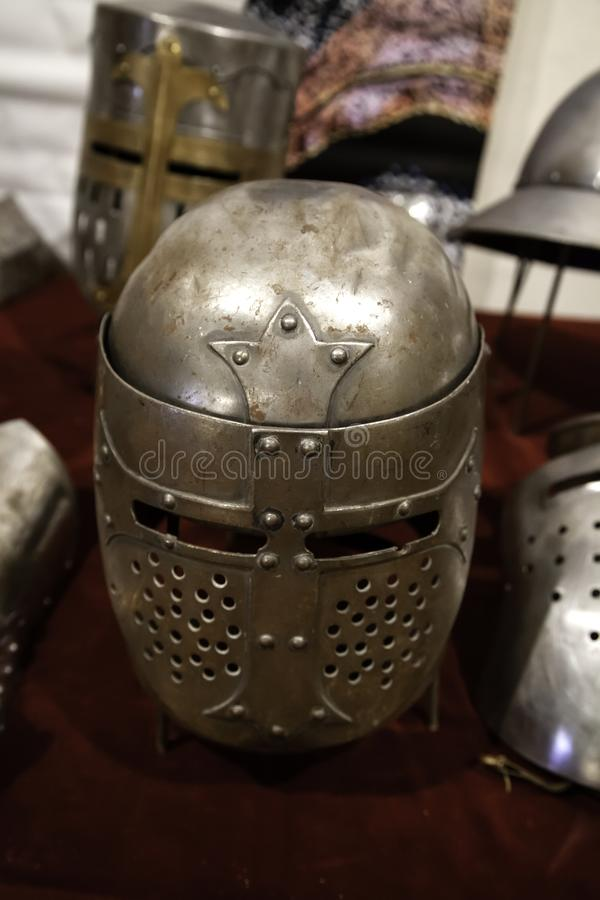 Armadura medieval de los cascos imagenes de archivo