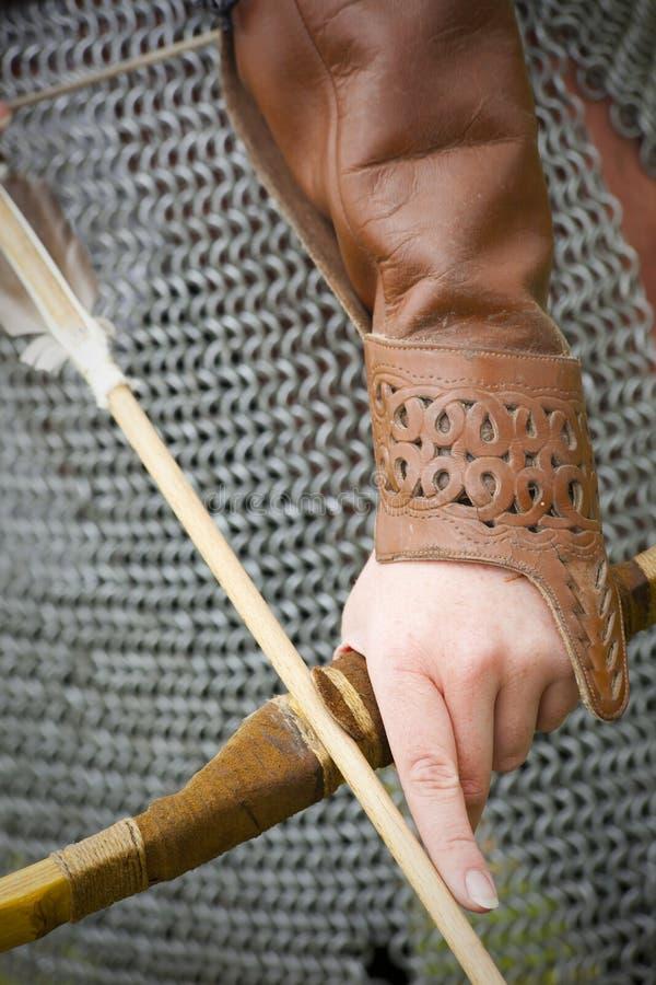 Armadura medieval del arqueamiento y de la flecha fotos de archivo