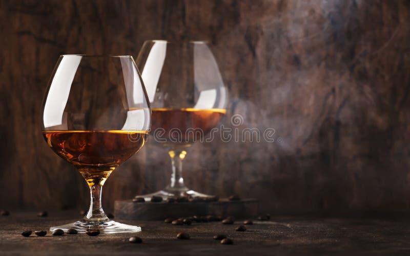 Armagnac, aguardente francesa da uva, bebida alcoólica forte Ainda vida no estilo do vintage, foco seletivo imagem de stock