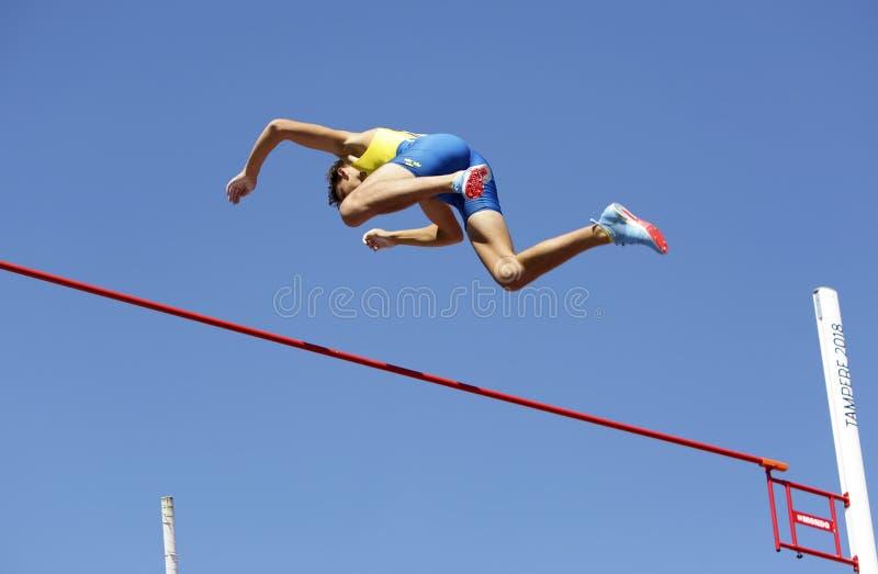 ARMAND DUPLANTIS do evento do salto com vara da vitória da Suécia no campeonato Tampere do mundo U20 de IAAF, Finlandia 14 de jul fotografia de stock