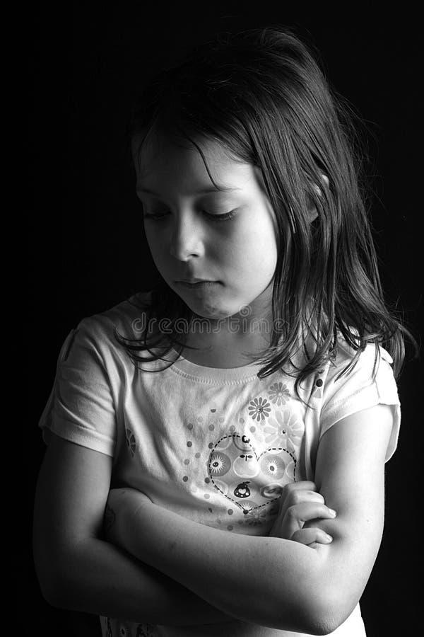 armar korsade flickan nätt iii arkivbild