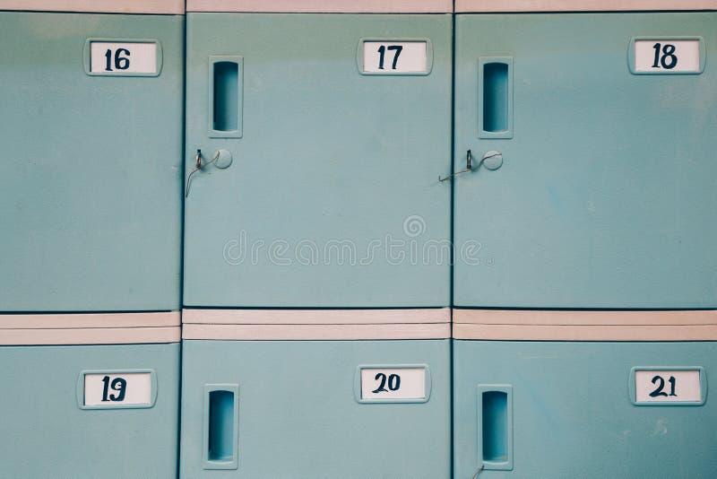 Armario de almacenamiento azul imágenes de archivo libres de regalías