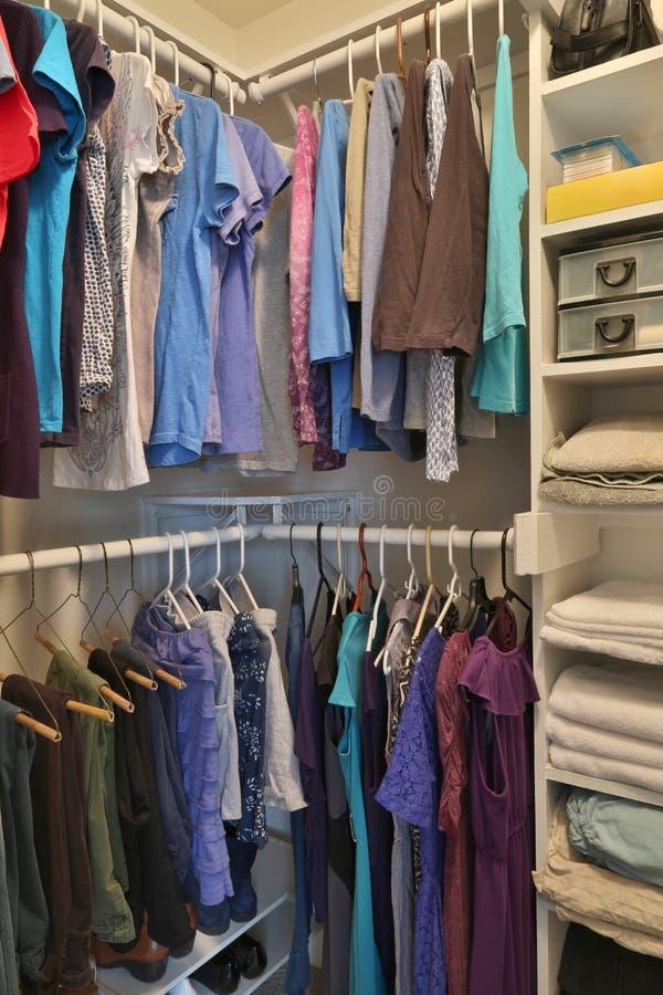 Armario de la casa para la ropa imagen de archivo libre de regalías