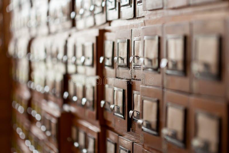 Armarios del archivo en la biblioteca imagen de archivo