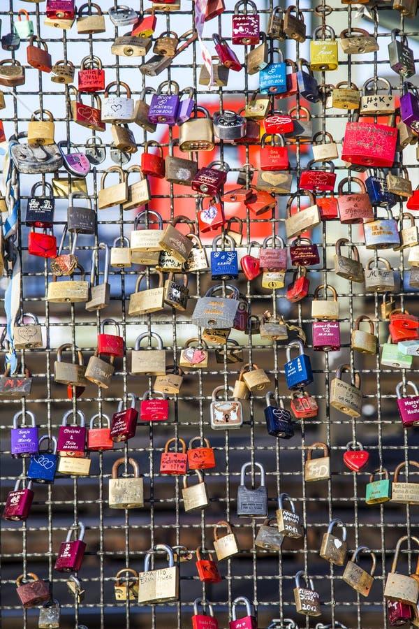 Download Armarios En El Puente De Hohenzollern Foto editorial - Imagen de día, panorama: 42436641