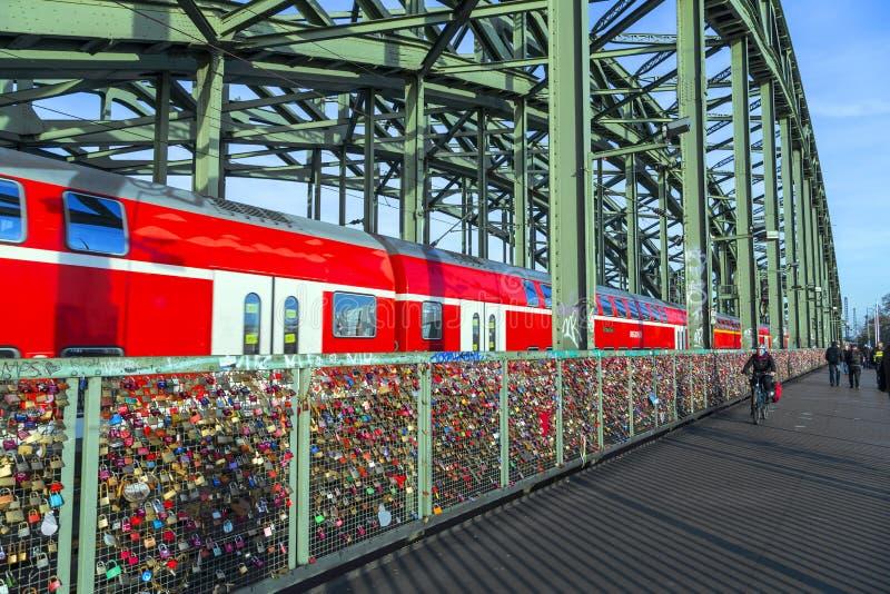 Download Armarios En El Puente De Hohenzollern Imagen de archivo editorial - Imagen de pares, alemán: 42437234