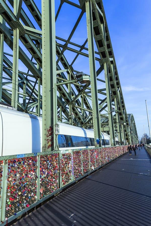 Download Armarios En El Puente De Hohenzollern Foto de archivo editorial - Imagen de panorama, alemán: 42437988