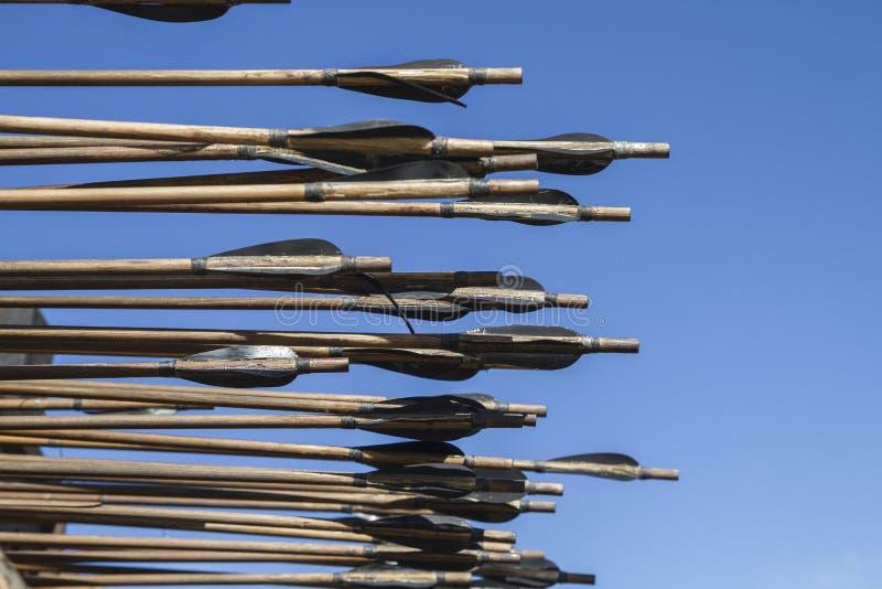 Armas, bestas, onagros, catapultas e massa medievais do cerco fotos de stock