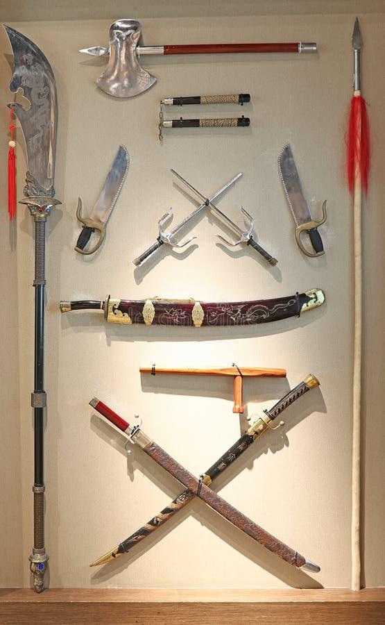 Armas chinesas das artes marciais na exposição em tussauds da senhora em Hong Kong fotografia de stock royalty free