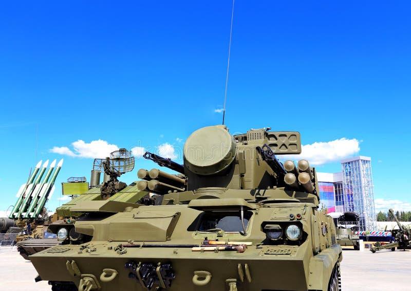 Armas da defesa antiaérea Tunguska foto de stock