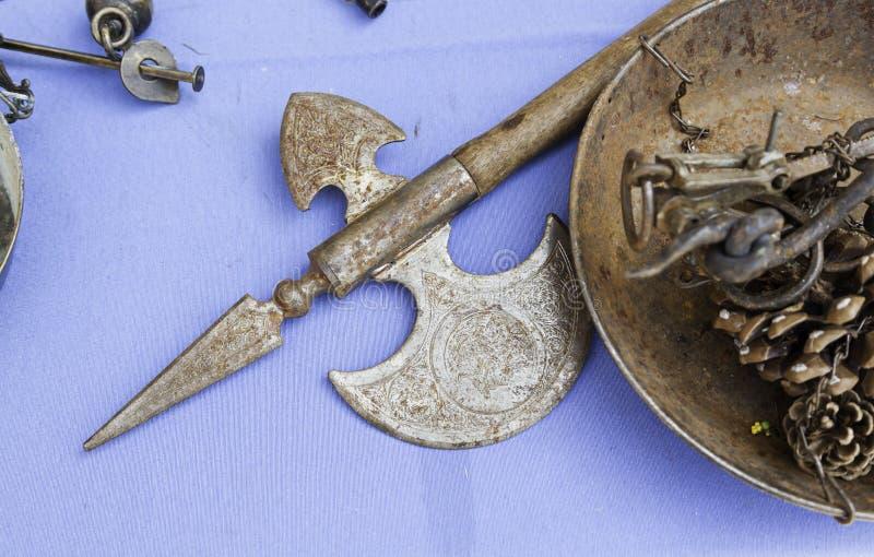 Armas medievales antiguas imagenes de archivo