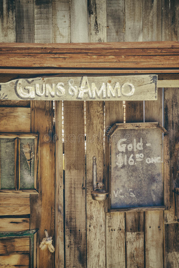 Armas y munición fotos de archivo libres de regalías