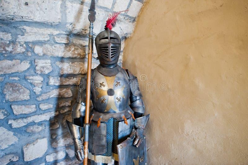 Armatura del ` s del cavaliere come parte di un exhebition in museo immagini stock