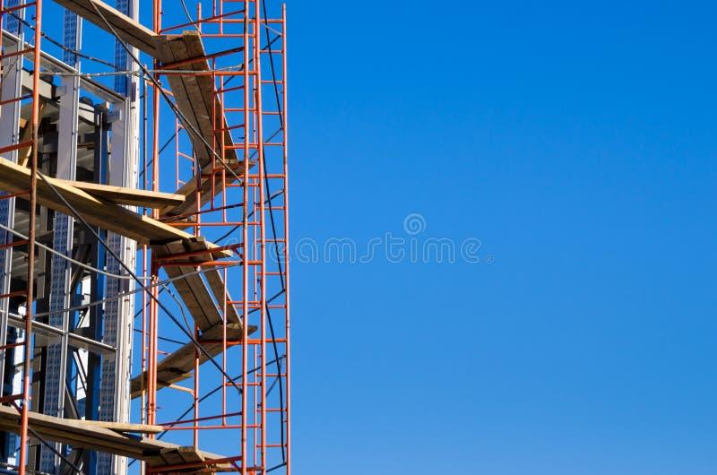 Armatura intorno alla costruzione in costruzione fotografia stock libera da diritti