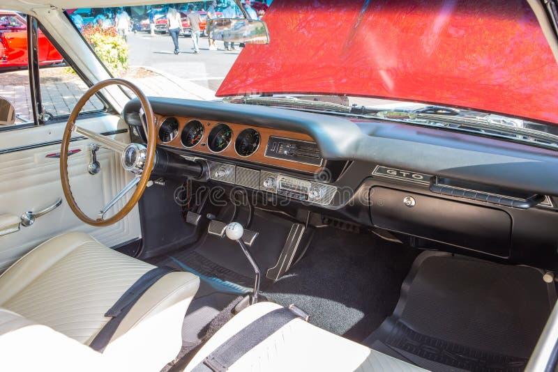 Armaturenbrett 1965 Pontiacs GTO lizenzfreies stockfoto