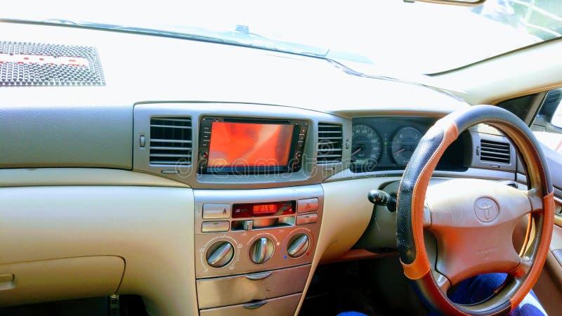 Armaturenbrett Toyotas X Corolla stockbilder