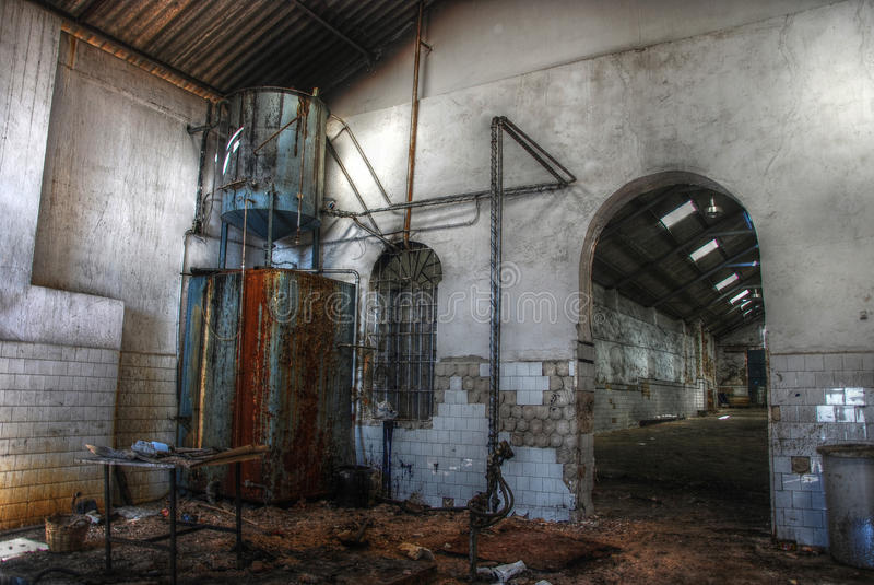 Armazém vazio abandonado em Spain. foto de stock