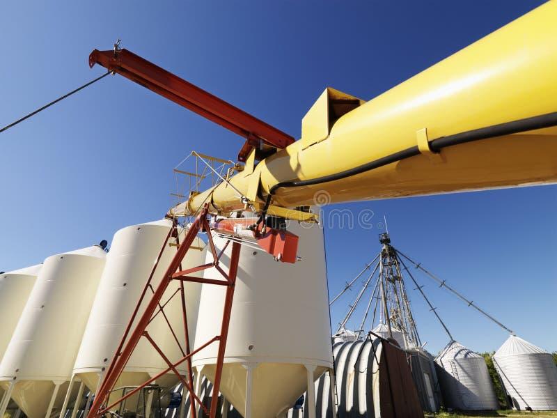 Armazenamento do silo de grão. imagens de stock