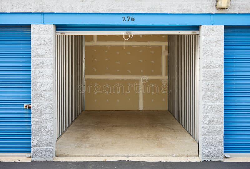 Armazenamento: Unidade de armazenamento vazia fotos de stock