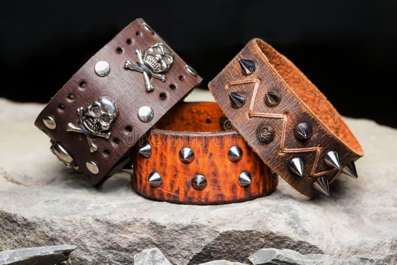 Armband med grova spikar och skallar royaltyfria foton
