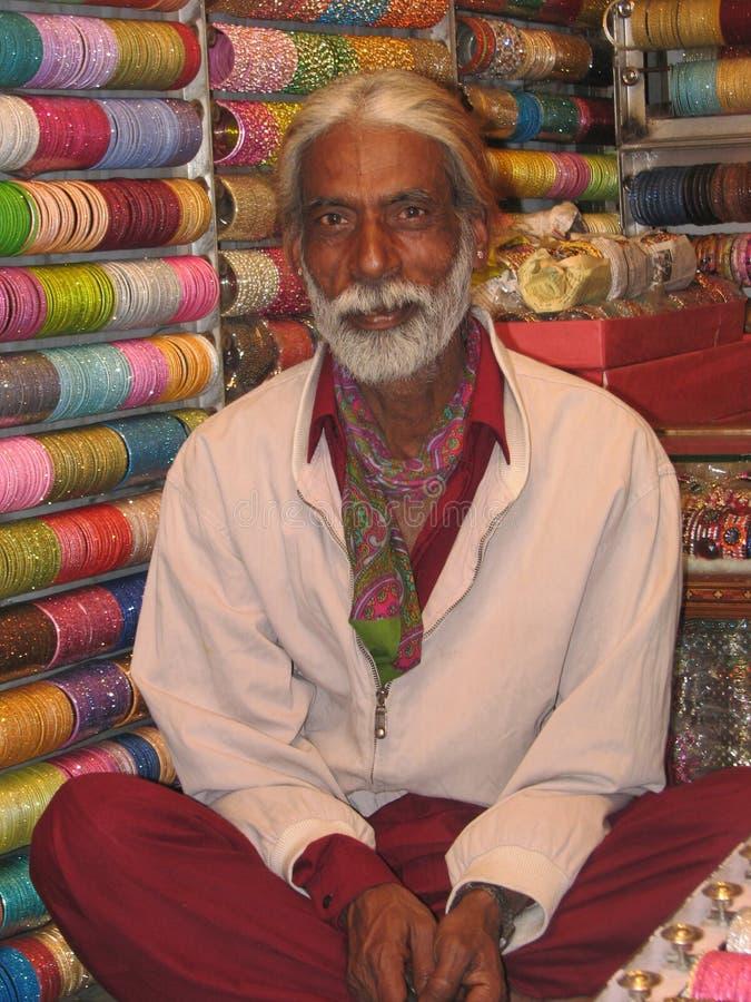 Armband-Verkäufer Delhi Indien stockfoto
