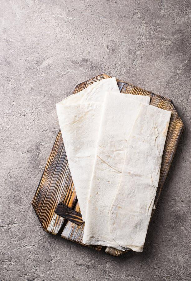 Armeński płaski chlebowy lavash na stole zdjęcia stock