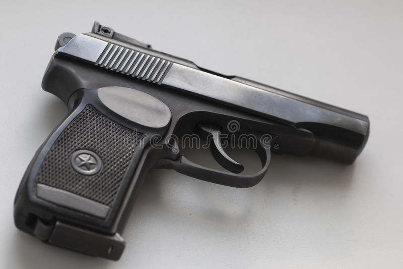 Arme à feu de Makarov de Soviétique sur le fond blanc photos libres de droits