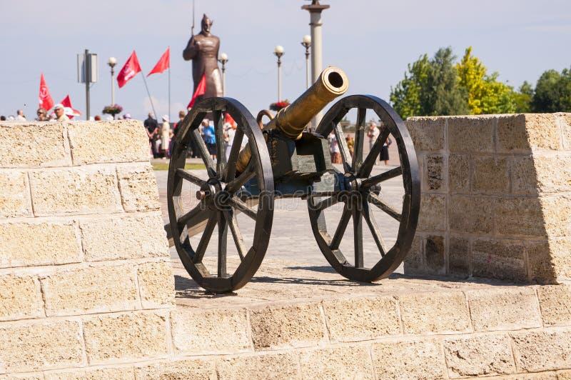 Arme à feu de monument dans Stavropol, Caucase. photographie stock libre de droits