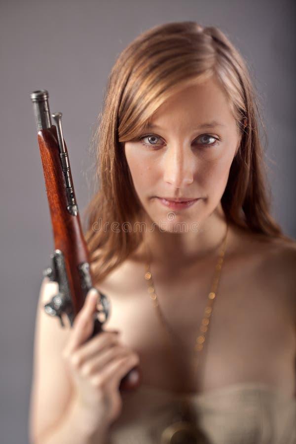 Arme à feu de mousquet de femme images libres de droits