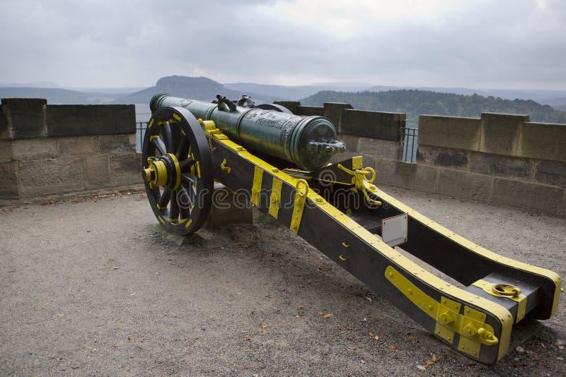 Arme à feu médiévale sur un mur de fortification de forteresse de Koenigstein, Saxon Suisse, Allemagne photo libre de droits