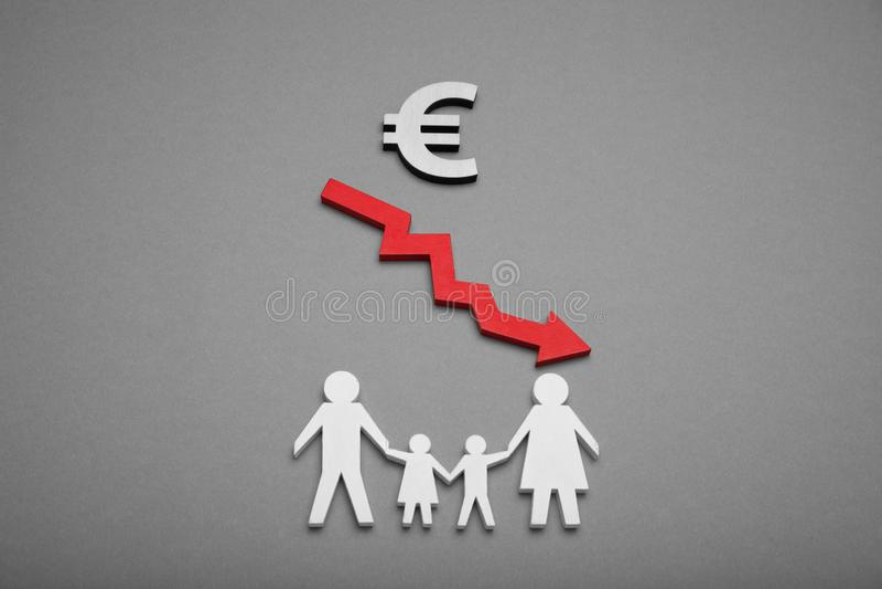 Arme Familie, finanzielle Belastung Krisenarmut lizenzfreie stockfotos