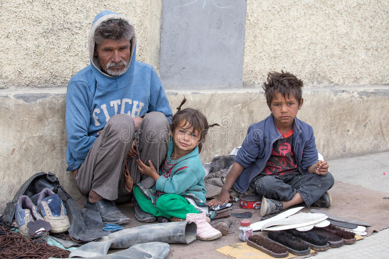 Arme Familie in Leh, Indien lizenzfreies stockfoto