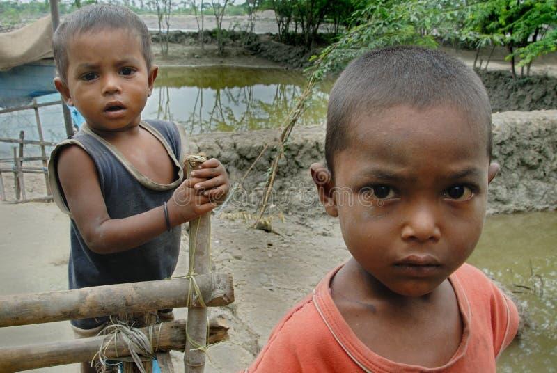Arme Kinder in Indien lizenzfreie stockbilder