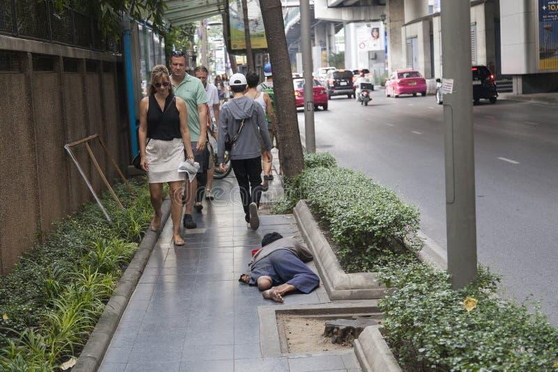 Arme Leute in Bangkok stockbild