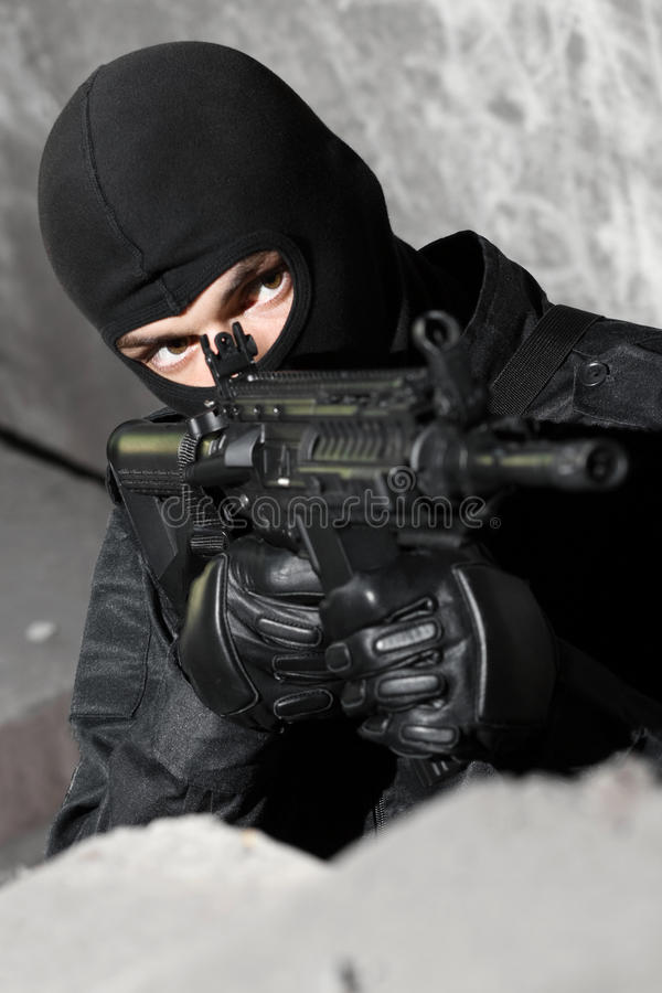 Free Armed Soldier With M-4 Rifle Royalty Free Stock Photos - 15471028