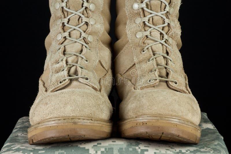 Armee-Kampf-Matten - Uniform gerade lizenzfreies stockfoto