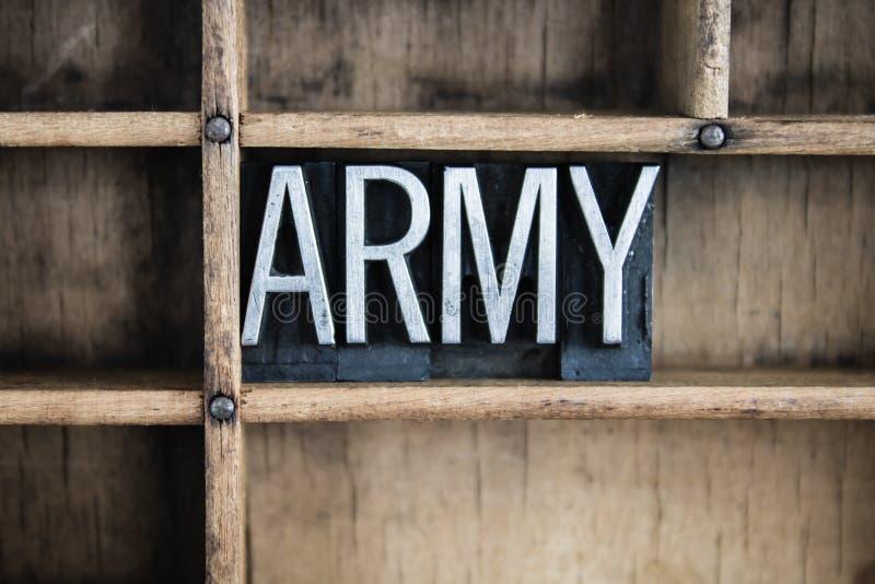 Armee-Konzept-Metallbriefbeschwerer-Wort im Fach lizenzfreie stockfotos