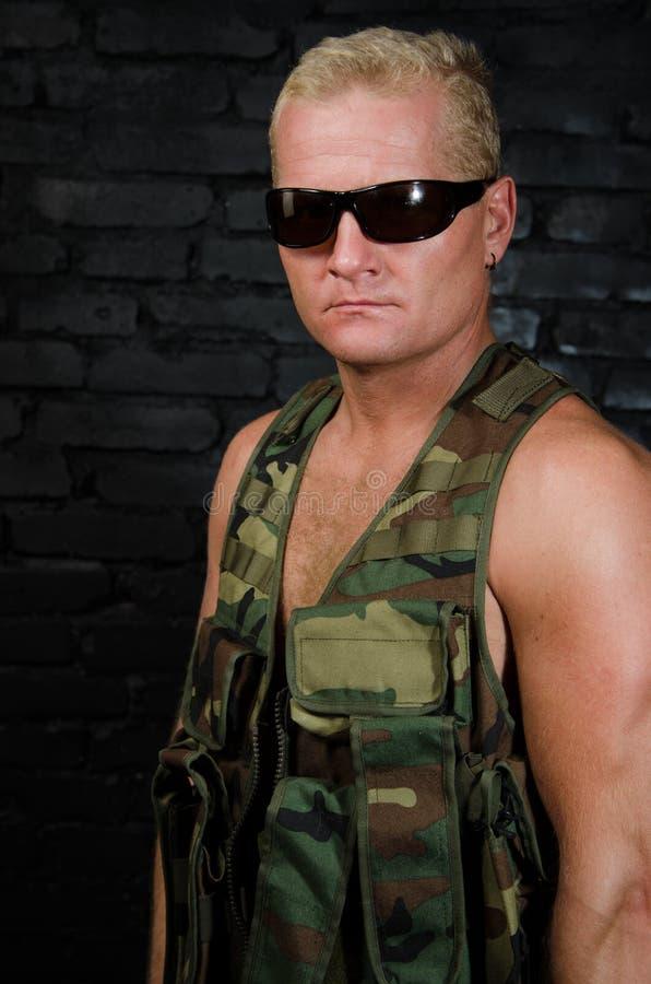 Armee-Soldat Porträt eines erwachsenen Krieges lizenzfreie stockbilder