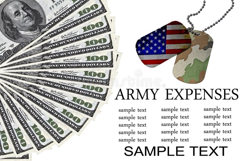 Armeeausgaben-Begriffsbild mit Identifikations-Umbauten und US-Dollars lizenzfreies stockbild