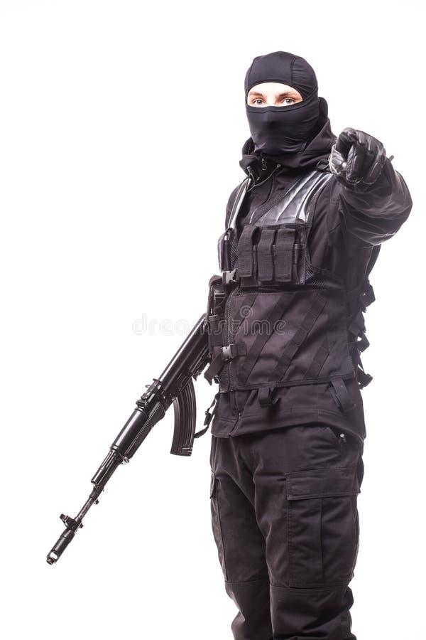 Armeesoldat-Mannporträt zeigte auf Sie auf dem Studio, das auf weißem Hintergrund lokalisiert wurde stockfotos