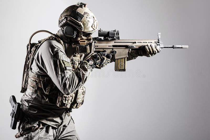 Armeesoldat von Spezialoperations-Kräften lizenzfreies stockbild