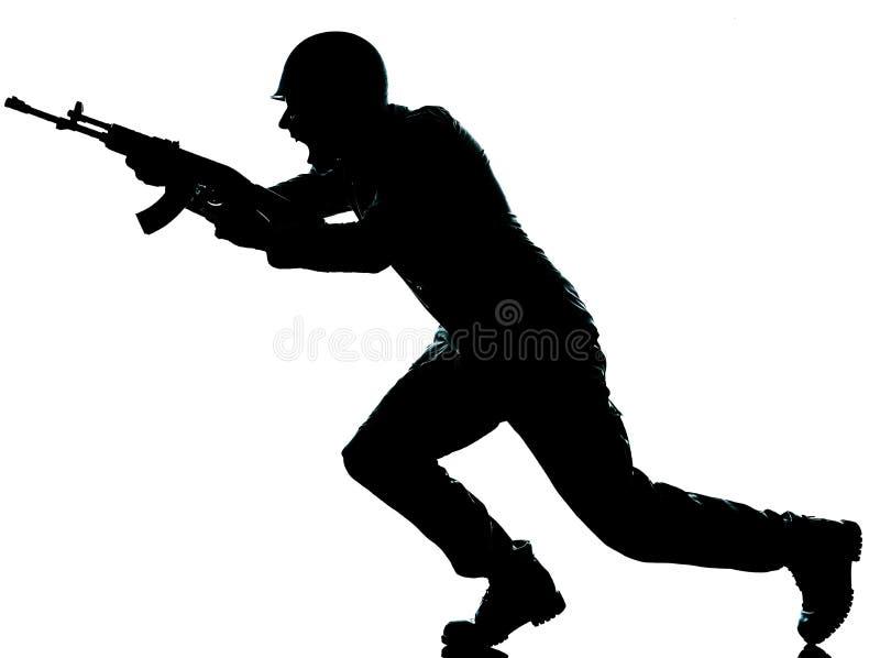 Armeesoldatmann auf Angriff stockbild