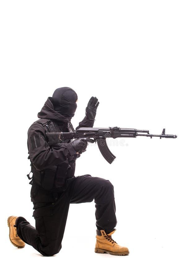 Armeesoldatmannporträt-Showzeichen, sich auf dem Studio zu verschieben lokalisiert auf weißem Hintergrund lizenzfreies stockfoto