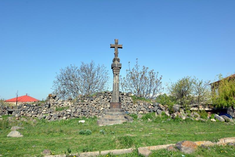 armenië Hovhannavank Oud kruis dichtbij basiliek St Grigor stock foto's